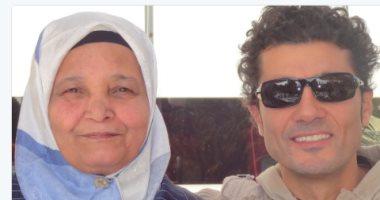 وفاة والدة الفنان خالد النبوى