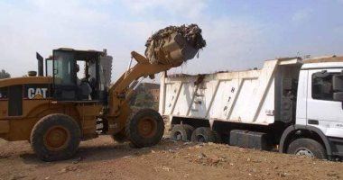رفع 225 طن قمامة ومخلفات صلبة بمراكز المنشأة والبلينا ودار السلام