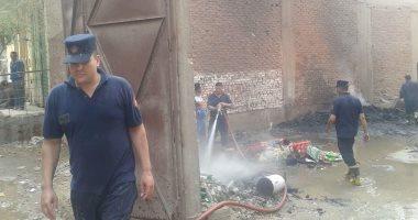 صور.. الحماية المدنية بالقليوبية تسيطر على حريق بمصنع فى الخانكة