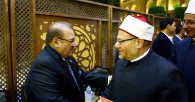 وزراء سابقون ورجال أعمال ومحمد فودة يشاركون في عزاء شقيقة حسن راتب