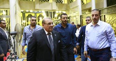 وزير التموين والفنان هاني رمزى وصحفيون فى عزاء شقيقة حسن راتب