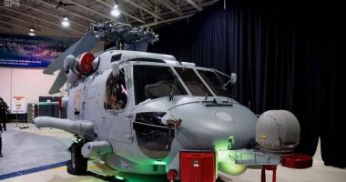 """شاهد.. مميزات مروحية قتالية طراز """"MH-60R"""" بعد تدشينها من السعودية.. فيديو وصور"""