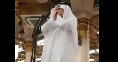 فيديو.. مؤذن المسجد النبوى محمد بن مروان قصاص يدخل فى نوبة بكاء مع أول أذان له بعد تعيينه  201809151058305830