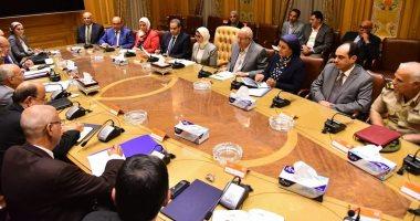 """وزيرا الصحة والإنتاج الحربى يبحثان سبل النهوض بتجمع """"we can"""" لإنتاج أدوية الأورام"""