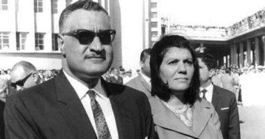 شاهد صورة نادرة لميدالية عبد الناصر بمناسبة وضع حجر أساس السد