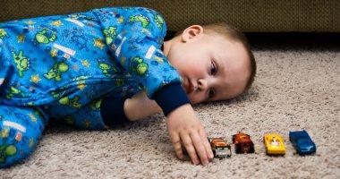 لو ابنك مصاب به.. اعرف كيف يؤثر التوحد على الجسم
