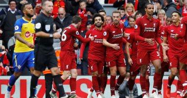 """ليفربول ضد مان يونايتد.. علم مصر يخطف الأنظار قبل ضربة البداية """"فيديو"""""""