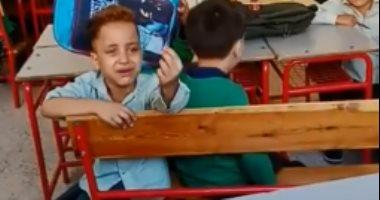 """تداول فيديو لطفل يتوسل لمعلمته: """"والنبى أنام ربع ساعة بس يا حاجة"""""""