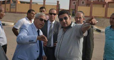 محافظ أسوان: رفع كفاءة طريق المدينة من كوبرى أسوان وحتى طريق القاهرة