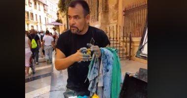 """فيديو.. الصدفة تجعل من """"فنان شارع"""" أشهر رسام فى العالم"""