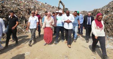 صور.. رئيس جهاز تنظيم وإدارة المخلفات بوزارة البيئة تتفقد مصنع تدوير القمامة بالمحلة