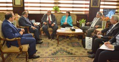 وزير التنمية المحلية يبحث مع وفد من جمعية رجال الأعمال دعم التنمية بالمحافظات