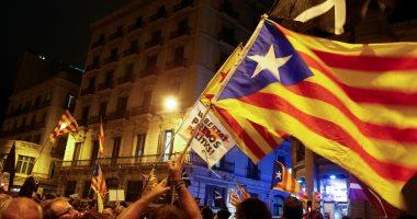 """شاهد.. عنف المتطرفين المؤيدين للاستقلال ضد مظاهرات """"وحدة اسبانيا"""""""