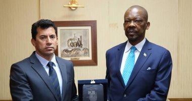 وزير الشباب والرياضة يستقبل سفير موزمبيق لبحث التعاون بين البلدين