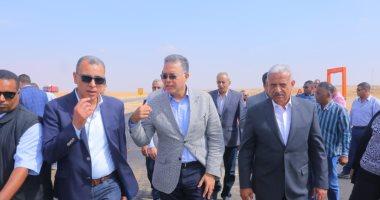 """صور.. وزير النقل يتابع توسعة طريق القاهرةـ السويس من """"الإقليمى"""" حتى دائرى القاهرة"""