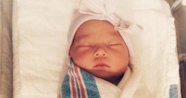 كيت هدسون تنشر أول صورة لرضيعتها بعد 5 أيام من الولادة