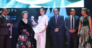 تكريم النجوم فى حفل ختام مهرجان الإسكندرية السينمائى