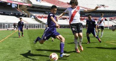 شاهد.. أطفال الكهف يبدأون أولى خطوات حلمهم ليصبحوا لاعبى كرة قدم محترفين