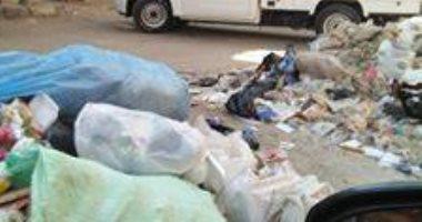 أهالى شارع عين شمس يستغيثون من فرز القمامة
