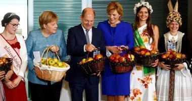 """""""تفاحة لكل وزير"""" بمقر المستشارية الألمانية"""