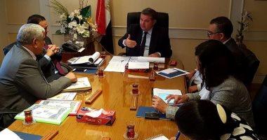 وزير قطاع الأعمال العام يتابع موقف مشروعات شركة مصر للألومنيوم بنجع حمادى