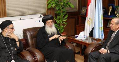 محافظ كفر الشيخ يلتقى الأنبا بولا.. ويؤكد: المسلم والمسيحى إيد واحدة