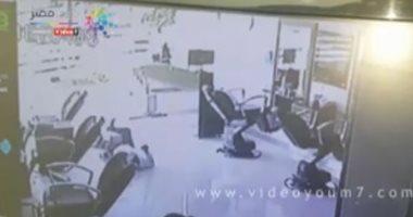 فيديو.. لص يستولى على خزينة أموال محل حلاقة بالمعادى ويتوفى أمام المحل