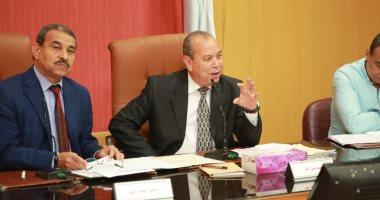 محافظ كفر الشيخ يناقش إعادة تشغيل المشروعات المتعثرة