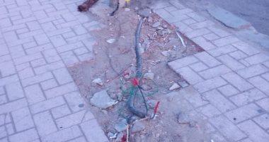 قارئ يرصد كابلات كهرباء عارية أسفل أعمدة الإنارة بمدينة نصر
