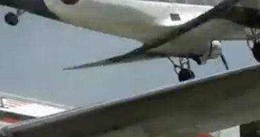 طائرة تهبط بشكل مخيف وتكاد تصطدم بأخرى فى كولومبيا .. فيديو وصور