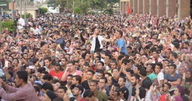 مزمار عبد السلام يشعل حفل تجارة عين شمس والأمن الإدارى يخلى الكوبرى