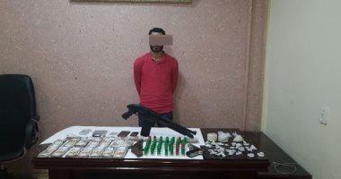 سقوط عاطل بحوزته 750 جرام هيروين وأسلحة نارية وذخيرة بالطالبية