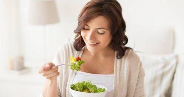 لماذا يجب مضغ الطعام ببطئ وكيف يؤثر على أداء معدتك ؟