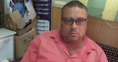 والد الطالبة المصابة بكسور بمدرسة الدقهلية: المدير أمرها بصعود سلم خشبى لمسح الزجاج