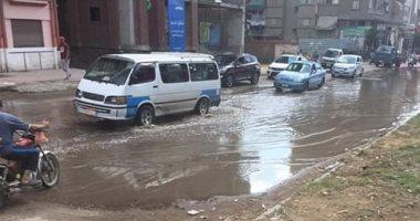 """صور.. دمياط تغرق فى """"شبر ميه"""" بسبب الأمطار.. والمحافظ يوجه برفع تراكمات المياه"""