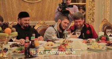 شاهد رئيس الشيشان يكرم بطل العالم حبيب نورمحمدوف