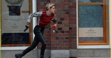شاهد.. كريستين ستيورات تصور مشاهد الأكشن لـ Charlie's Angels فى ألمانيا