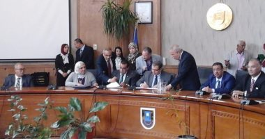 رئيس جامعة قناة السويس يستقبل وزير القوى العاملة لتوقيع بروتوكول تعاون
