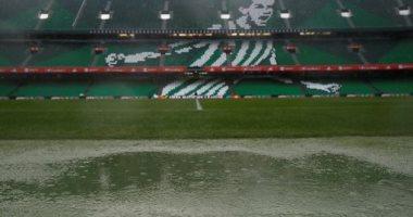 فيديو وصور.. الأمطار الغزيرة تهدد مباراة إسبانيا ضد إنجلترا