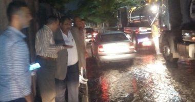 غرق شوارع بالزمالك بعد انكسار خط مياه عكرة بجوار الجبلاية