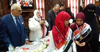 صور.. فوز مكتبة مدرسية و3 طالبات بالميدالية الذهبية بكفر الشيخ على مستوى الجمهورية