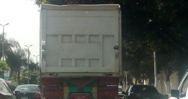 إشارة مرور.. تعرف على 6 وصايا لتجنب حوادث الطرق لسيارات النقل الثقيل