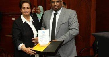 تكريم نادية عبده أول سيدة تتولى منصب محافظ