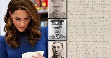 صور.. كيت ميدلتون تطالع خطابات أجدادها القتلى فى الحرب العالمية الأولى