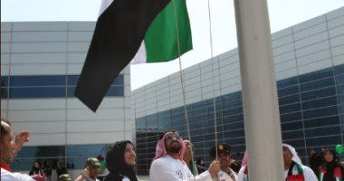 """بأبيات من الشعر.. الإماراتيون يحتفون بـ""""يوم العَلم"""""""
