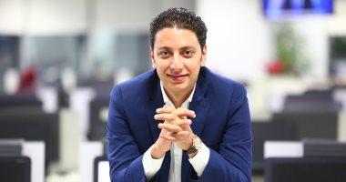 8 فروق بين التقويم الثابت والمتحرك الشفاف للأسنان.. يفسرها دكتور أحمد القفاص