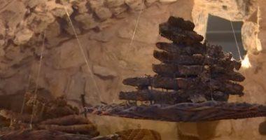 """شاهد.. قرية """"كهف الفنون"""" تضم تراثا عربيا منذ مئات السنين بلبنان"""