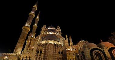 مسجد الصحابة فى شرم الشيخ يبهر السياح بالعمارة الفريدة ودعاة بـ3 لغات