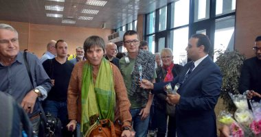 صور.. نائب محافظ الأقصر يستقبل أول رحلة شارتر قادمة من ألمانيا