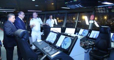 مساعد وزير النقل ورئيس هيئة سلامة الملاحة يزوران أحد السفن بميناء الإسكندرية